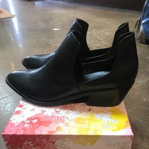Chinese Laundry Leather Focus Booties